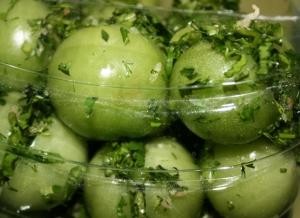 Засолка_зеленых_помидоров_холодным_способом