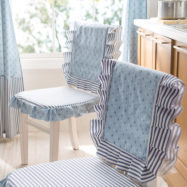 Chloe-pose-the-Mediterranean-wind-is-simple-and-easy-dan-comfortable-chairs-and-tables-set-back3