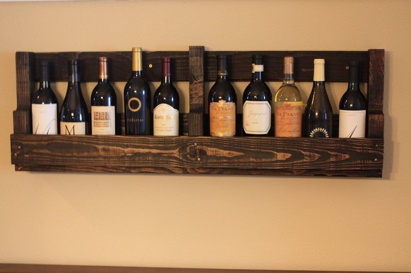 diy-vintage-looking-wine-rack-of-a-pallet-5