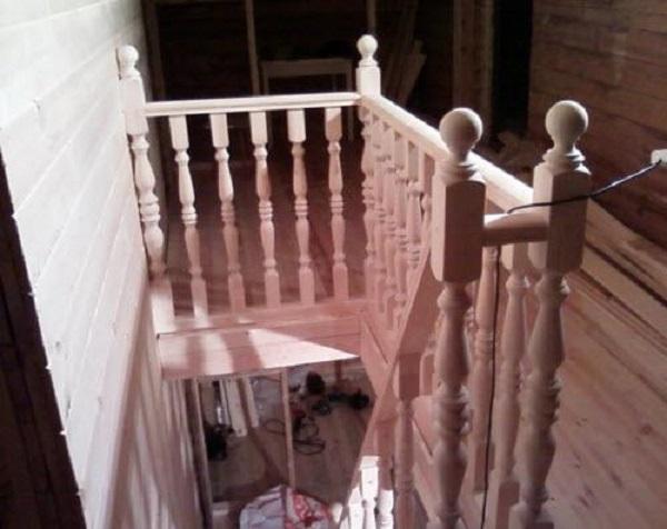 Установка балясин для лестницы своими руками видео