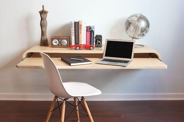 Настенный стол с выдвижной столешницей.