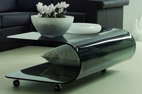 Журнальный стол из гнутого тонированного стекла.