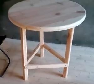 Круглый_стол_из_дерева