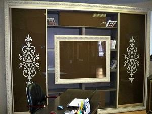 Вариант оформления молдингом предметов мебели