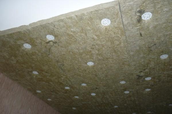 Шумоизоляция потолка минватой