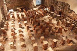 В древнем Риме под полами богатых людей стояли колонны, между которыми циркулировал горячий воздух