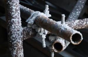 Все соединения труб должны быть выполнены герметично, потому что при контакте антифриза с воздухом гликолаты разрушат антикоррозийные добавки, и трубы начнут ржаветь