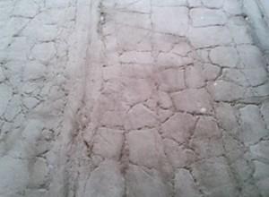 Теплый пол можно укладывать лишь через две недели после того, как уложена черновая стяжка, иначе она не успеет высохнуть и потрескается