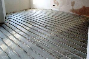Конструкцию теплого пола укладывают поверх теплоизоляции и армирующей сетки