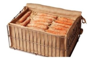 Часто морковь хранят в песке, который обеспечивает нормальную влажность и оберегает корнеплоды от распространения плесени