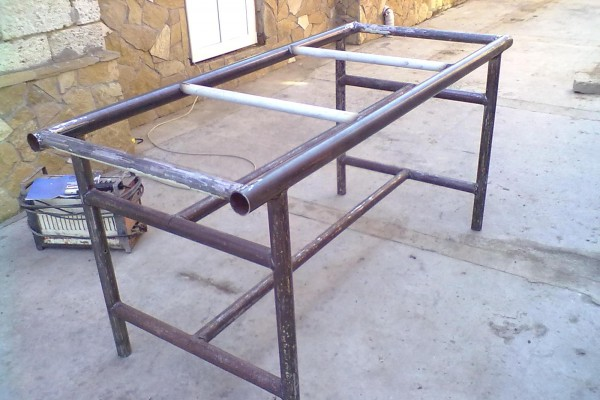 Готовый каркас стола из металлических трубок