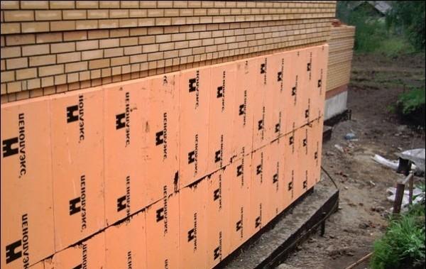 Отступы на боковых гранях позволяют сложить плиты без щелей, так называемая замковая (пазо-гребневая) система обеспечивает высочайший уровень плотности