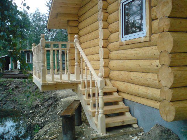 Деревянное крыльцо частного дома фото