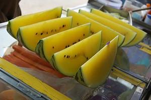 Восток, и Китай в особенности, очень уважают желтые арбузы: ведь желтый цвет они считают символом достатка и благополучия