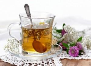 Настой чая обеспечит при климаксе уравновешивание и легкость организма