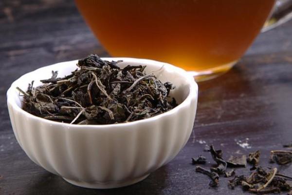 Чай рекомендуется регулярно употреблять людям, имеющим проблемы и заболевания мочевыводящей и половой системы