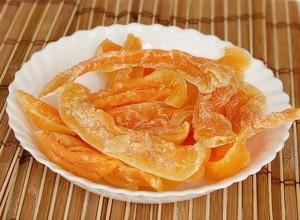 Сушёная дыня так же полезна, как и свежий продукт, так как в процессе сушки не теряются ни витамины, ни микроэлементы