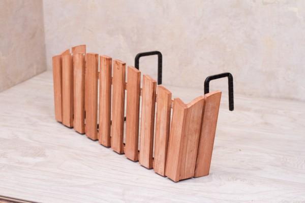Красивый декоративный ящик можно сделать своими руками, для этого понадобятся деревянные рейки и специальные кронштейны