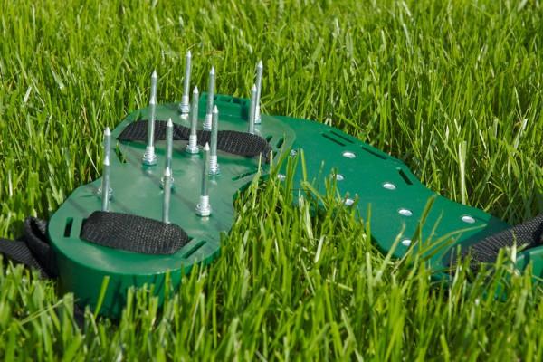Аэратор качественно удаляет мох и обогащает грунт кислородом