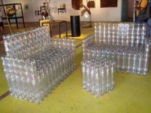 Канапе из пластмасовых бутылок