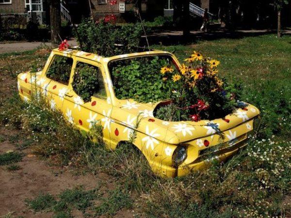 Клумба-автомобиль