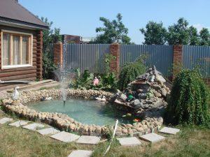 старая ванна на дачном участке