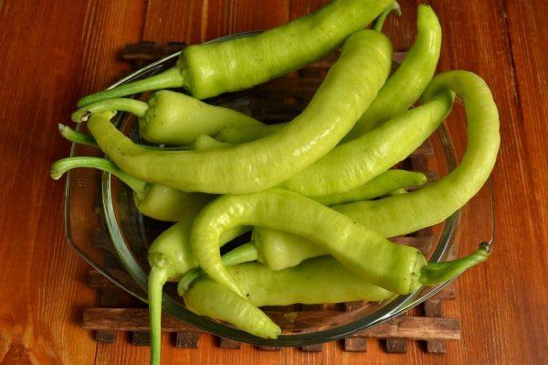Зелёный пикантный перец в заготовках