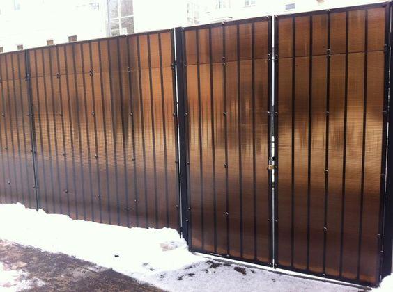 Забор на даче из поликарбоната