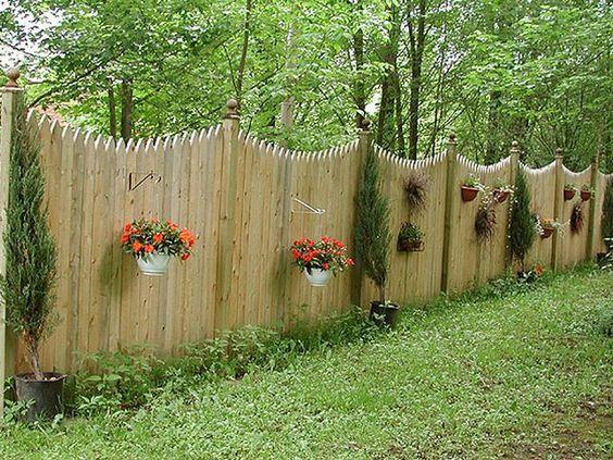 Забор из дерева интересной формы