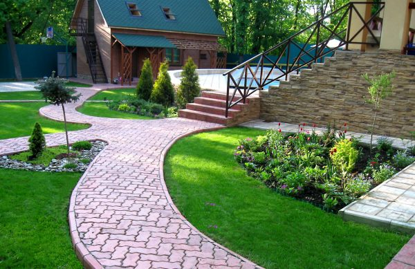 Интересная форма тротуарной плитки