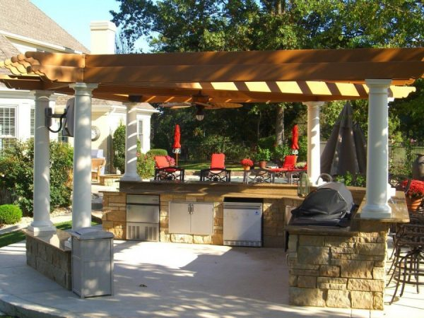 Летняя кухня с крышей