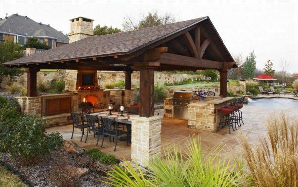 Летняя кухня с обеденной зоной и баром