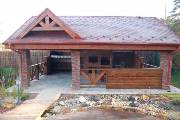 Открытая кухня с хорошей крышей