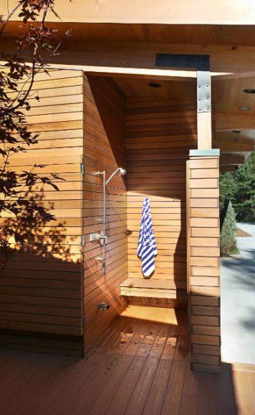 Летний душ как пристройка к дому