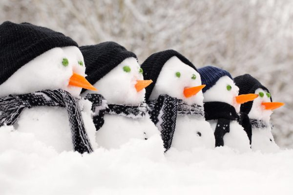 Шеренга снеговиков