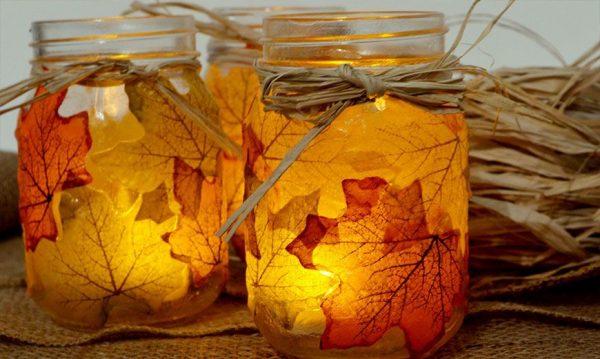 Декор подсвечника осенними листьями