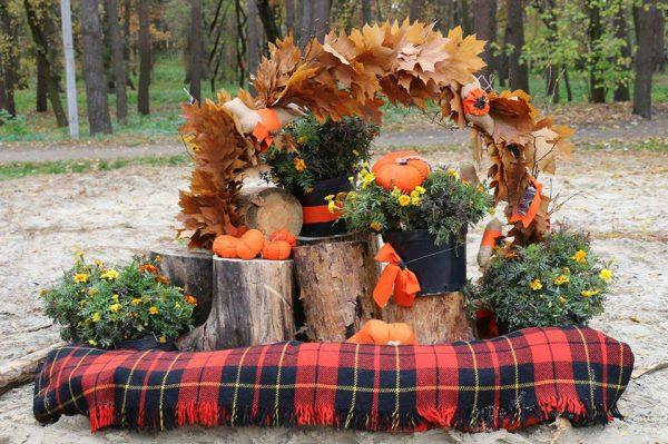 Красивая мини-арка из листьев