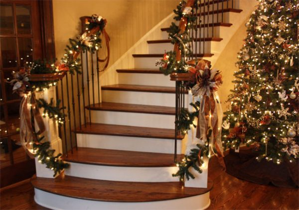 Оформление лестницы и ёлки