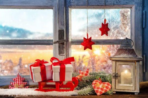 Декоративные подарки на подоконнике