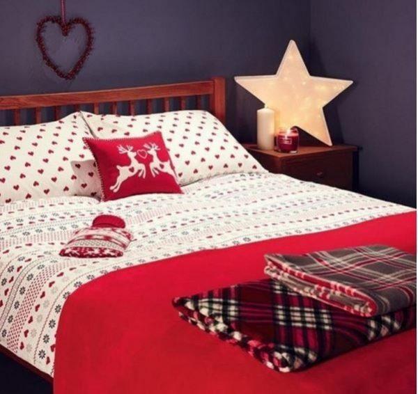 Подушка с оленями