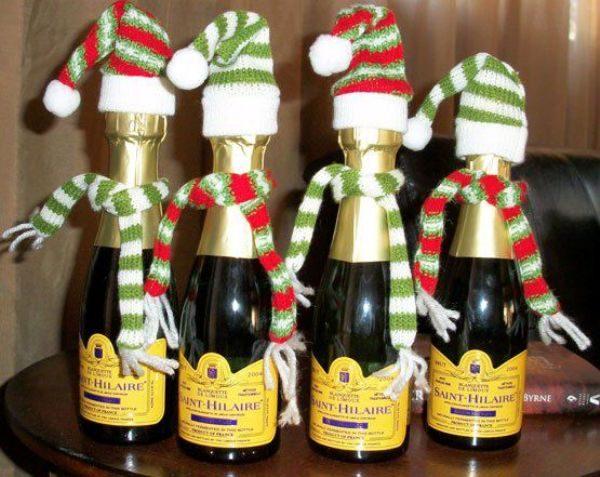Бутылки в шапке и шарфе