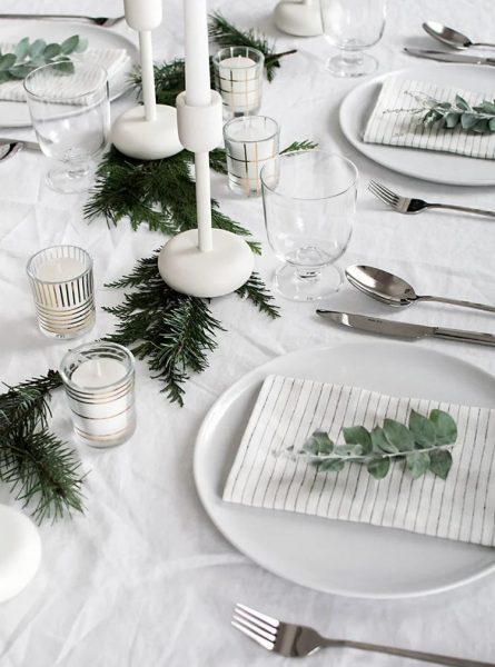 Бело-зелёный стол