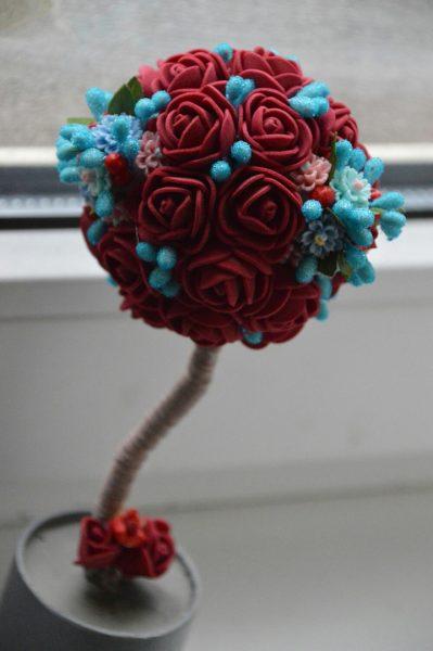 Розы с украшением