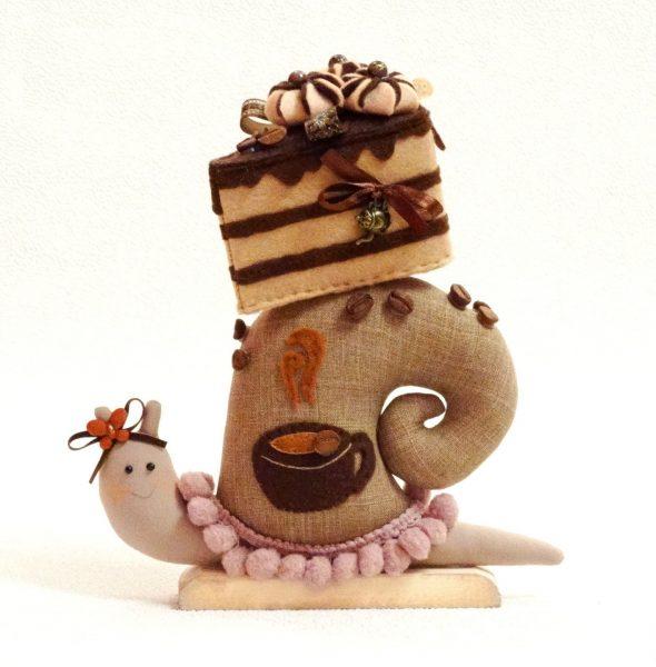 Торт и кофе на игрушке