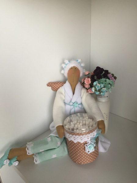 Кукла в халате