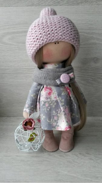 Уютный шарф и шапка на кукле