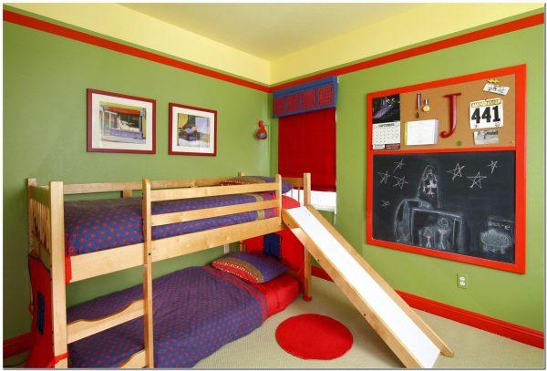 Кровать с горкой в комнате для двоих детей