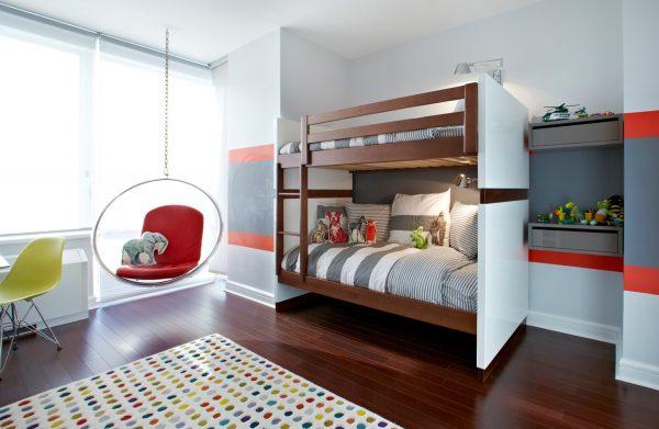 Кровать и качели в детской на двоих человек