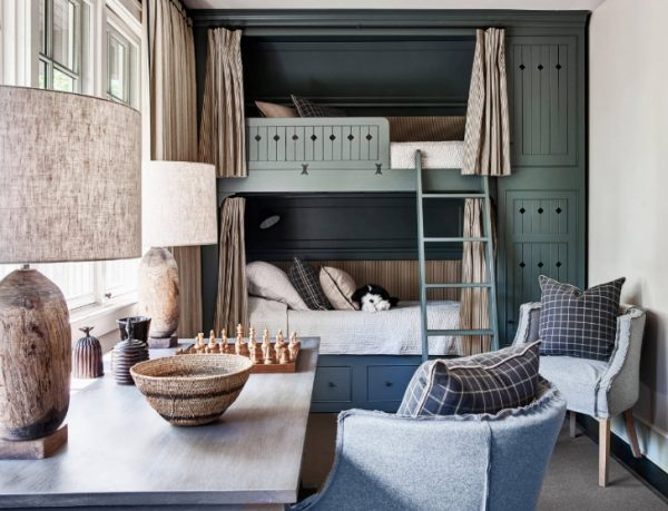 Кровать со шторками