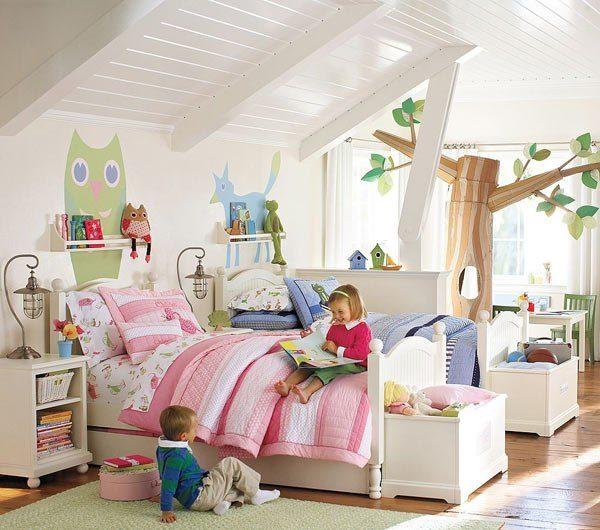 Розовая кровать и синяя